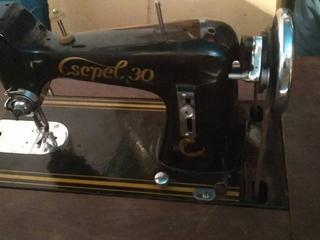 Продам швейную машинку Csepel 30 (Чепель 30). Ножная с тумбой.