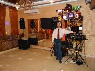 Музыкальное сопровождение свадеб и юбилеев со световыми эффектами.