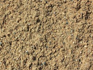 Lut, amestec de nisip şi pietriş, pămînt negru şi alte materiale!