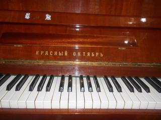 """Продается пианино марки """"Красный октябрь"""" в отличном состоянии"""