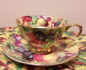 Продаю фарфоровый чайный набор на 6 персон