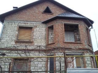 Продается двухэтажный недостроенный дом в тихом, спокойном районе.