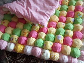 Детское одеяло из помпонов
