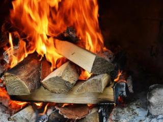 Lemne pentru foc, camine, saune, uscat si despicat. Livram rapid