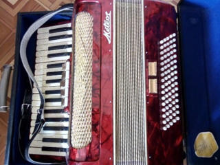 Немецкий аккордеон Meteor 80 басов