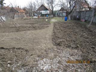 Большой ровный участок 9 соток с домом в районе парка Победы.