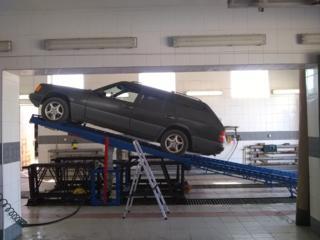 Профессиональная мойка днища автомобиля, двигателя снизу и сверху.