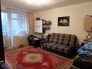Apartament cu 2 camere, seria,, Ceha,, et. 2/5, de mijloc, mobilat.