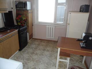 Botanica. Apartament cu 2 odai, seria 135, de mijloc, reparatie.