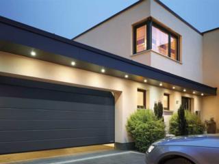 Uși de garaj Sectionate Rolete automate si mecanice. Reducere 25%