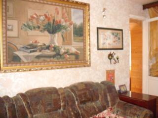 2 комнатная 7/9 Казармы жилая котельцовый дом. Не угловая.
