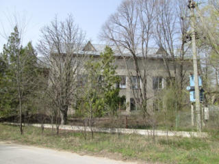 Banca vinde o clădire administrativă, oficii, producere şi depozitare!