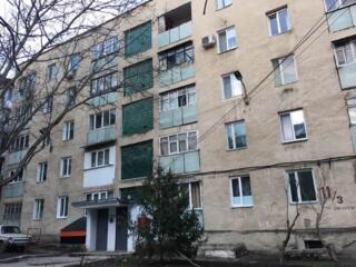 Ул. Сахарова, этаж 3 из 5, котелец, косметический ремонт, меблирована.