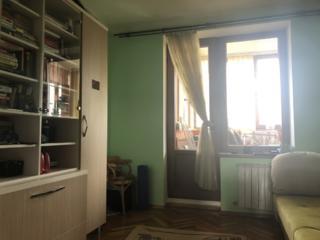 Продам 4комнатную семейную квартиру в центре города.