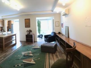 Apartament 3 camere. Mobilat, utilat complet. Să trăiți bine!