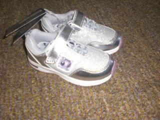 Продам детские кроссовки 25 и 28 размера. Германия.