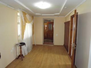 Casa buna de locuit cu incalzire, baie, WC, beci, garaj