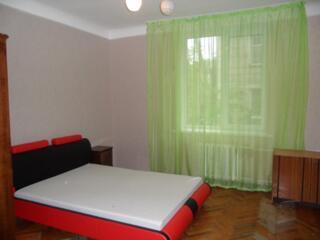 Apartament in sectorul Râscani cu 3 odăi separate la SUPER PRET.