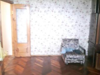 Vind apartament cu 2 odai, mijloc, 54m2, sec. Riscani