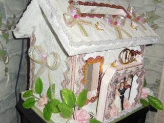 Домик, для сбора денег и открыток во время свадьбы.