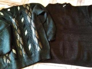 Продам два новых свитера.