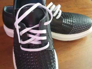 Продаются кожаные кроссовки 41 размера