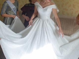 Продам свадебное платье, надето один раз, не венчанное.
