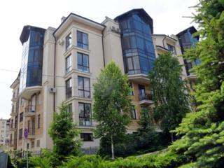 Четырехкомнатная кв. (156 кв. м) в элитном районе города.