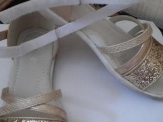 Продам босоножки и туфельки для девочки нарядные