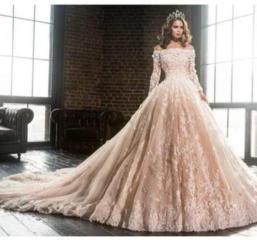Сдаётся в аренду очень красивое и удобное платье (S- M)