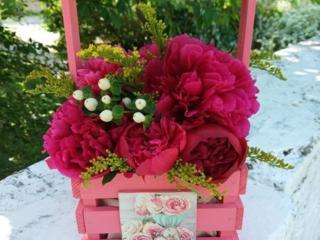 Корзинки и подставки для цветов.