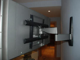 Установка кронштейнов, навеска телевизоров.