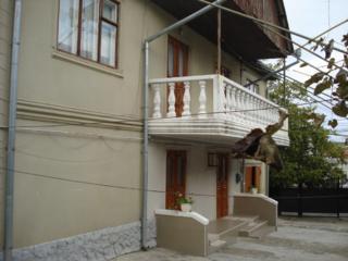 Casa cu 2 ap. in 2 nivele, Ialoveni, 178 m2,pe 9 ari, garaj, beci 2!