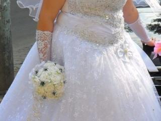 Продаю свадебное платье 1000 лей, уступлю.