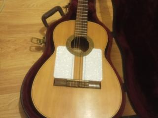 Старинная испанская гитара