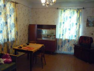 Продается 2-комнатная квартира в деревянном доме. Торг.