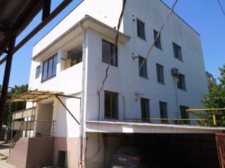 Продается 3х этажный дом - 532м, гараж, склады - 700м, 20сот. земли.