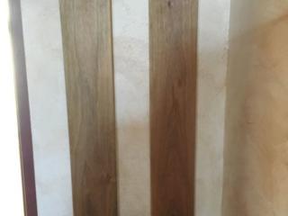 Cuier din lemn calitativ, prelucrat bine, alcătuit din 2 părți