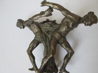 Старинная бронзовая статуэтка атлантов