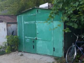 Se VINDE garajul in coop 150. st. CEUCARI 14, ori îl dau în CHIRIE