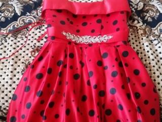 Продам платье для девочки 5-7 лет.