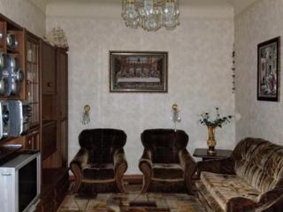 Продам отличную 2-комнатную квартиру на земле с гаражом.