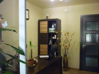 Продается квартира в центре города, перестроенная под офис