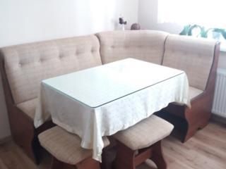 Colțar Cleo 2 (Set: Colț, masă transformer, 2 taburete, sticlă, față)