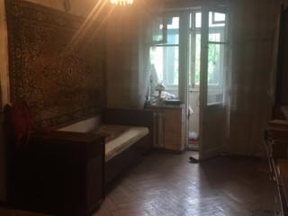 Продается 2комнатная квартира в хорошем районе.