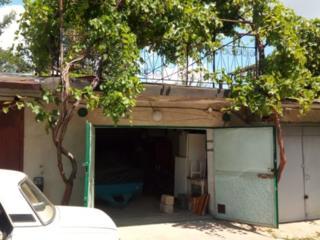 Гараж АГСК - 13 Большой шикарный гараж с погребом виноградной аркой
