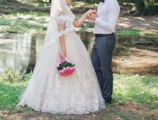 Продам невенчанное свадебное платье