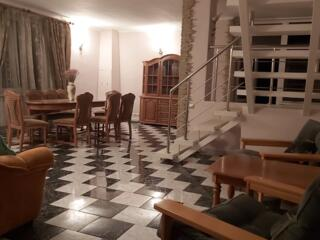 Casa mare bine amenajata, posibil Minihotel, accept Schimb