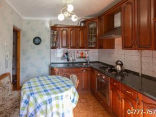 Продается 3 комн. квартира 143 серии в центре с ремонтом и мебелью