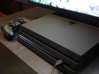 Продам Playstation 4 Pro последней ревизии.